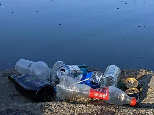 Litter left at the water edge