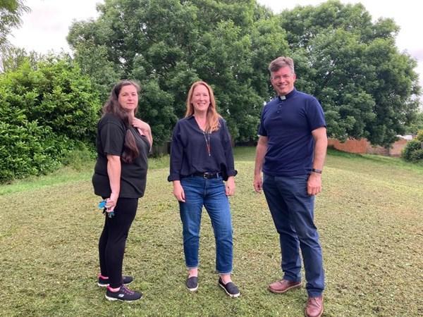 Mariee Wymer (Chair Lakes Residents Association), Cllr Emily Darlington and Steve Hallett (Chair LERF)